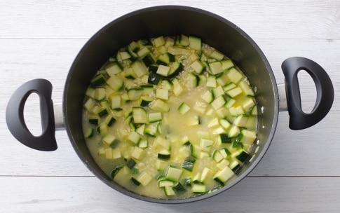 Preparazione Risotto con zucchine, fiori di zucca e pomodoro - Fase 3