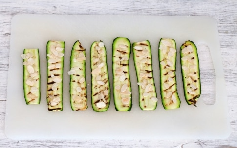 Preparazione Rotolini di zucchine con mandorle e parmigiano - Fase 3