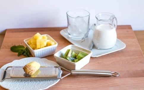 Preparazione Smoothie al kiwi, ananas, zenzero e semi di chia - Fase 1