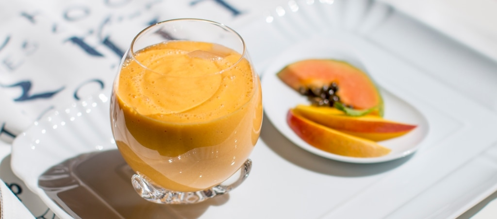 Smoothie alla papaya, mango e carota