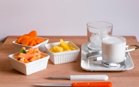 Preparazione Smoothie alla papaya, mango e carota - Fase 1