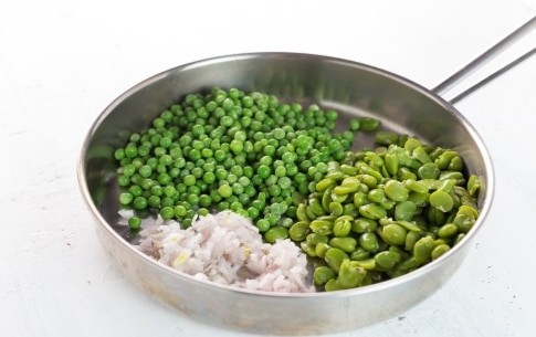 Preparazione Pollo con fave, piselli e briciole croccanti - Fase 2