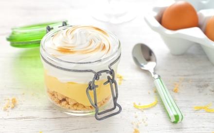 Crostata meringata al latte condensato e limone in barattolo