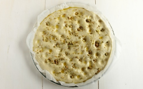 Preparazione Focaccia ripiena con mortadella e formaggio - Fase 4