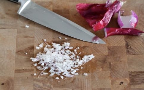 Preparazione Pasta panna, pancetta e piselli - Fase 1