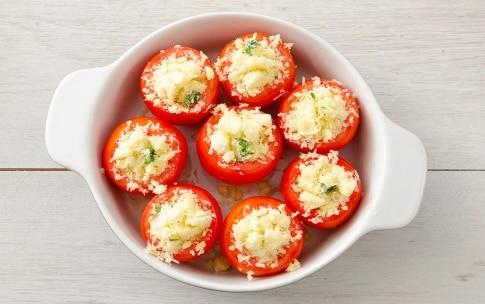 Preparazione Pomodori al forno ripieni di pecorino - Fase 3