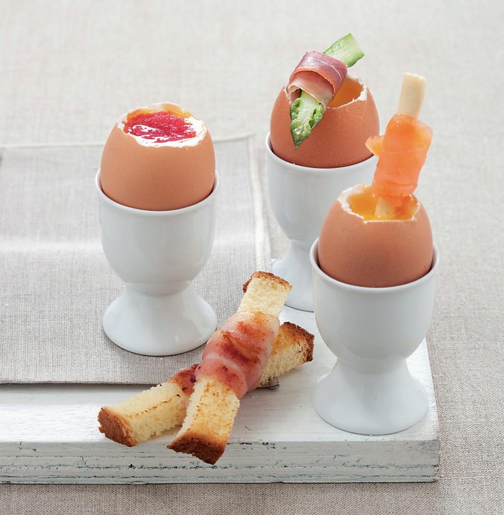 Uova alla coque guarnite