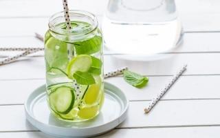 Acqua aromatizzata al limone,...