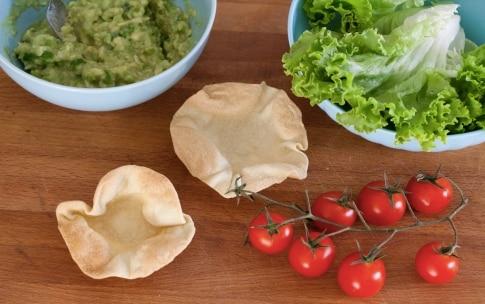 Preparazione Cialde di tortillas con insalata e guacamole - Fase 7