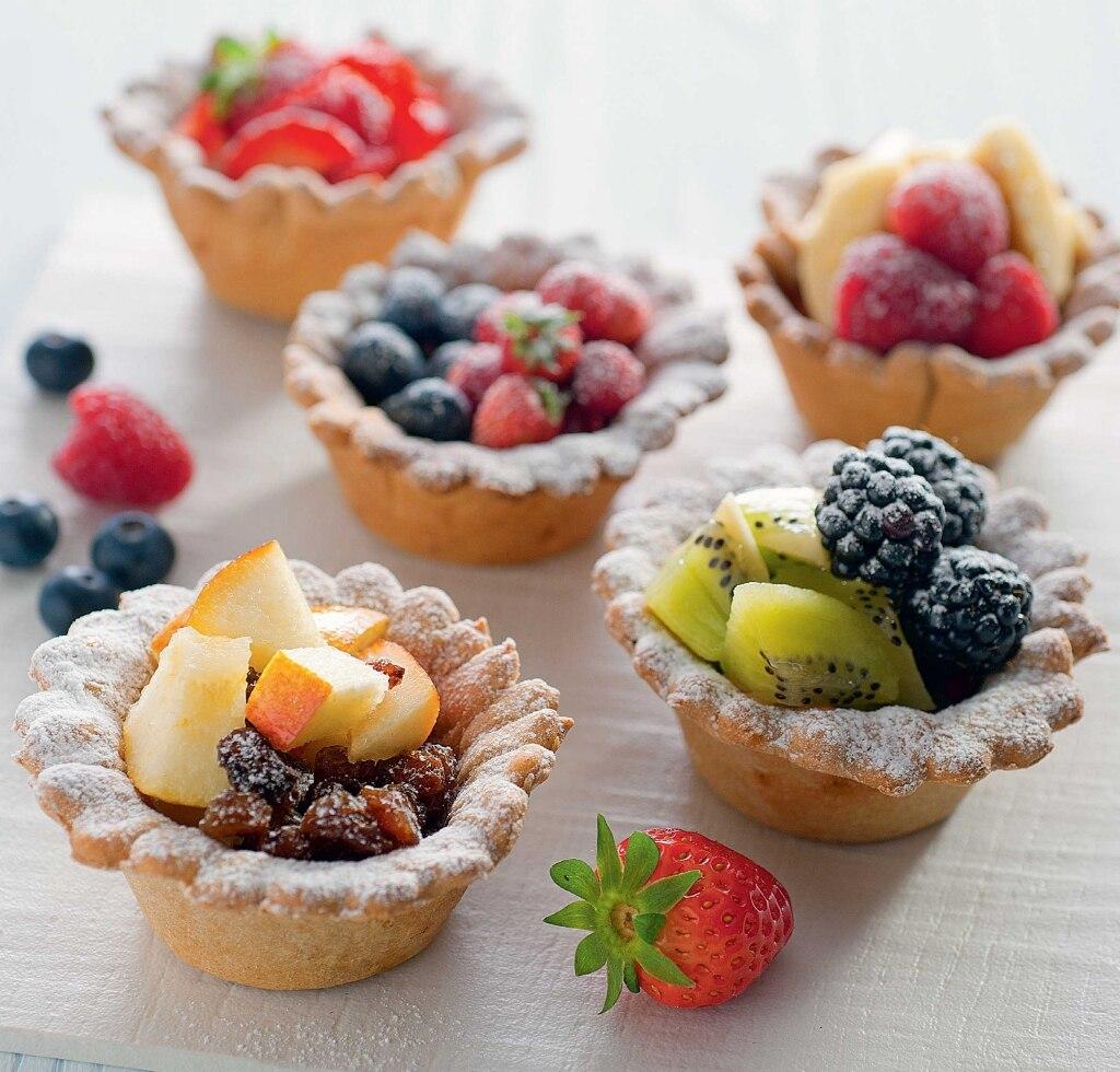 Ciotoline con muesli e macedonia di frutta
