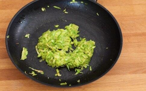 Preparazione Hamburger vegetariano con zucchine, pomodori secchi e pesto - Fase 2