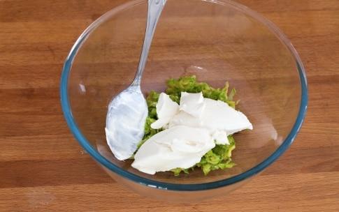 Preparazione Hamburger vegetariano con zucchine, pomodori secchi e pesto - Fase 3