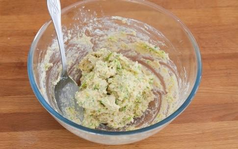 Preparazione Hamburger vegetariano con zucchine, pomodori secchi e pesto - Fase 5