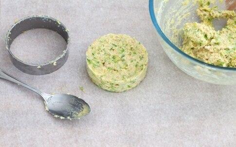 Preparazione Hamburger vegetariano con zucchine, pomodori secchi e pesto - Fase 6