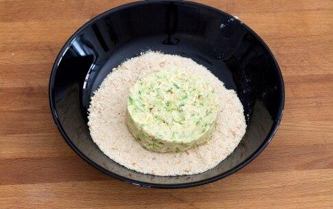 Preparazione Hamburger vegetariano con zucchine, pomodori secchi e pesto - Fase 7