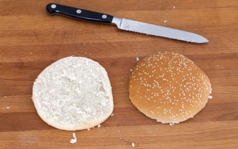 Preparazione Hamburger vegetariano con zucchine, pomodori secchi e pesto - Fase 8