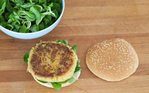 Preparazione Hamburger vegetariano con zucchine, pomodori secchi e pesto - Fase 9