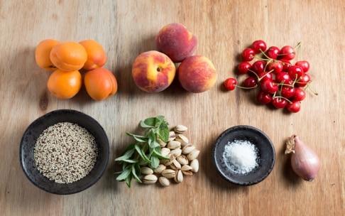 Preparazione Insalata di quinoa con pesche, albicocche e ciliegie - Fase 1