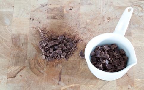 Preparazione Kiwi al cioccolato sullo stecco - Fase 3
