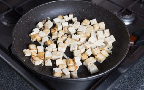 Preparazione Sandwich con tofu, capperi e olive - Fase 1