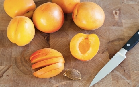 Preparazione Sfogliatine alle albicocche e ciliegie - Fase 2
