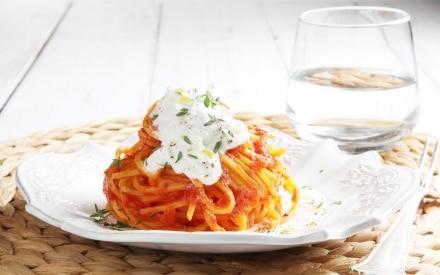 Spaghetti alla chitarra pomodoro e stracciatella