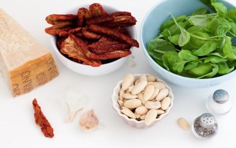 Preparazione Sugo ai pomodori secchi e mandorle da congelare - Fase 1