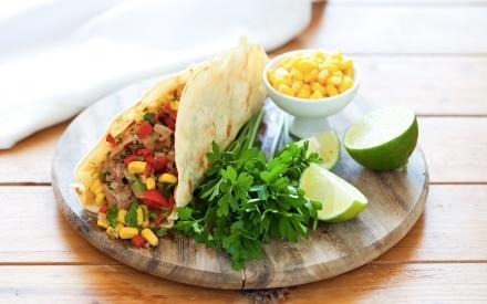 Tacos con carne alla griglia e verdure