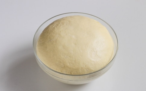 Preparazione Torta di rose salata con speck e scamorza - Fase 2