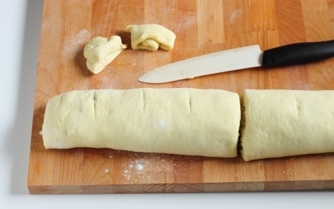 Preparazione Torta di rose salata con speck e scamorza - Fase 4