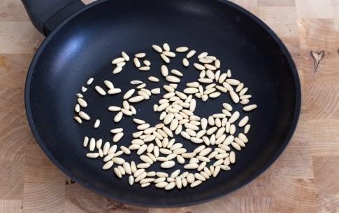 Preparazione Pasta fredda con pomodorini, pesto e mozzarella - Fase 1