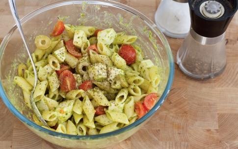 Preparazione Pasta fredda con pomodorini, pesto e mozzarella - Fase 4