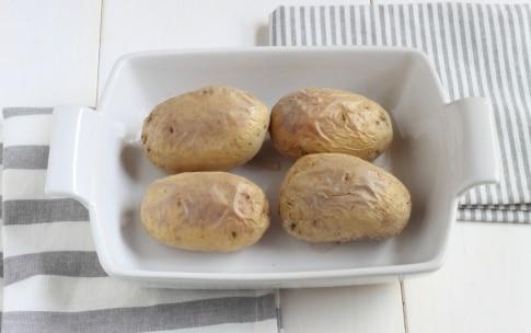 Preparazione Patate ripiene di prosciutto, formaggio e fagiolini - Fase 1