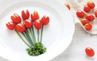 Pomodori ripieni di ricotta e erbe aromatiche