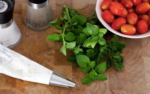 Preparazione Pomodori ripieni di ricotta e erbe aromatiche - Fase 2