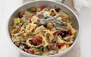 Reginette alle sarde con peperoni e olive