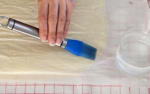 Preparazione Rotolo alla marmellata con pesche e lamponi - Fase 4