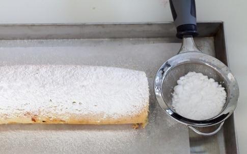 Preparazione Rotolo alla marmellata con pesche e lamponi - Fase 8