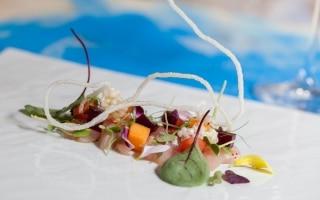 Sashimi di ricciola, gelatina di sangria,...