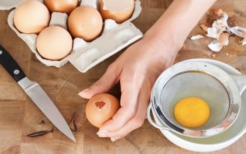 Preparazione Uova ripiene di crema inglese salata - Fase 1