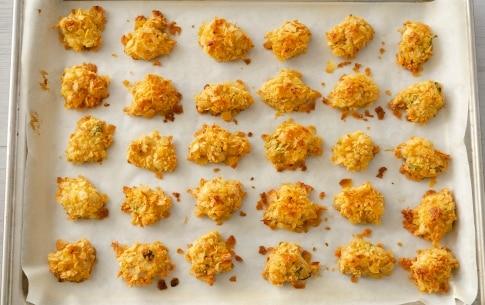 Preparazione Crocchette di pollo in panatura di patatine - Fase 4