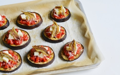 Preparazione Pizzette di melanzane - Fase 3