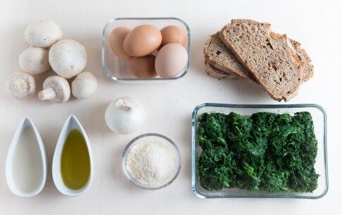 Preparazione Terrina di pane, uova, funghi e spinaci - Fase 1