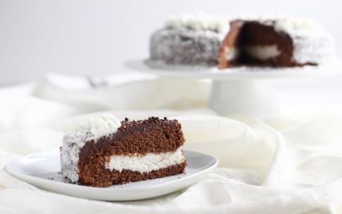 Preparazione Torta al cioccolato fondente con crema al cocco - Fase 9