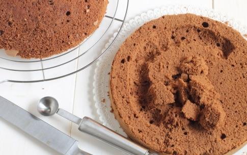 Preparazione Torta al cioccolato fondente con crema al cocco - Fase 6