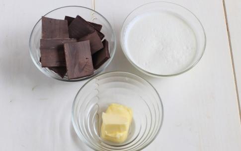 Preparazione Torta al cioccolato fondente con crema al cocco - Fase 8