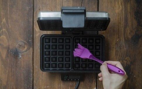 Preparazione Waffle alla ricotta e mirtilli - Fase 3