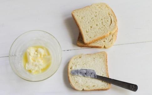 Preparazione Ciambellone di toast con prosciutto e formaggio - Fase 1