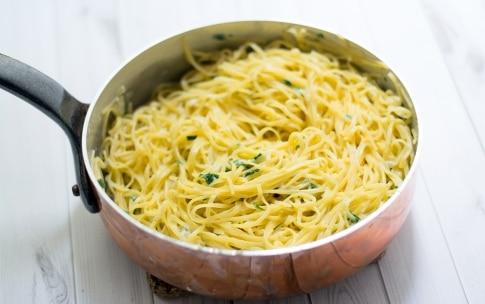 Preparazione Nidi di tagliolini con crema di gorgonzola e pere - Fase 2