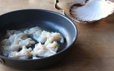 Preparazione Pappardelle con salsa di capesante allo zafferano - Fase 2